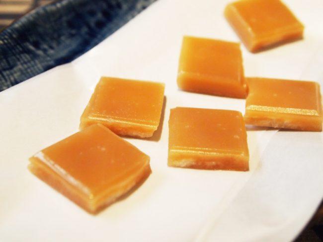 出西生姜を使用した黒糖入り生姜糖