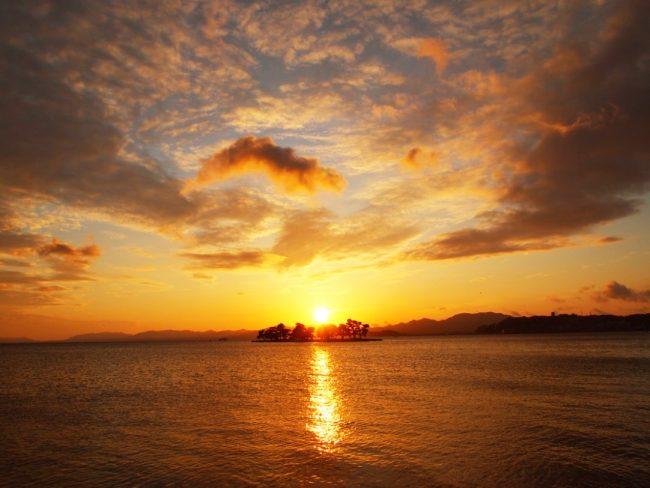 美しい宍道湖の夕日