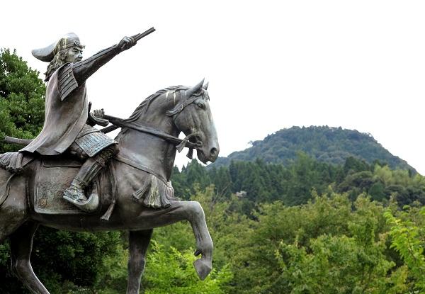 Statue of Tsunehisa Amako