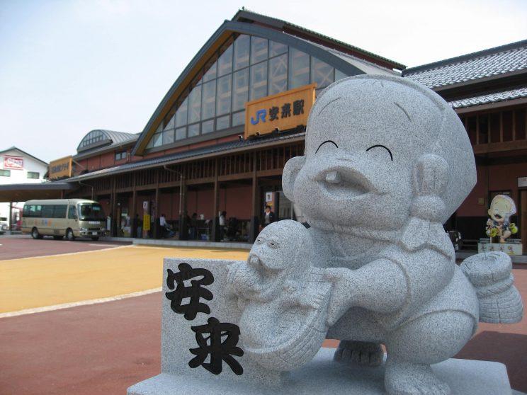 yasugi_station_with_Ara-essa-kun