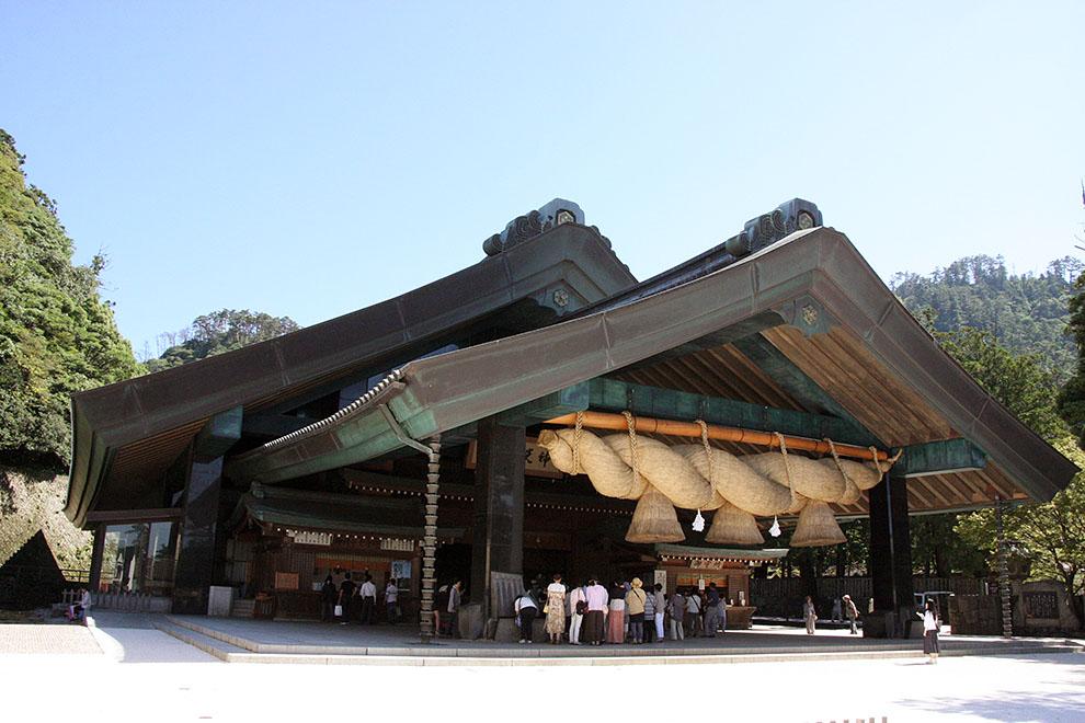 Kagura-den (Sacred Dance Hall)