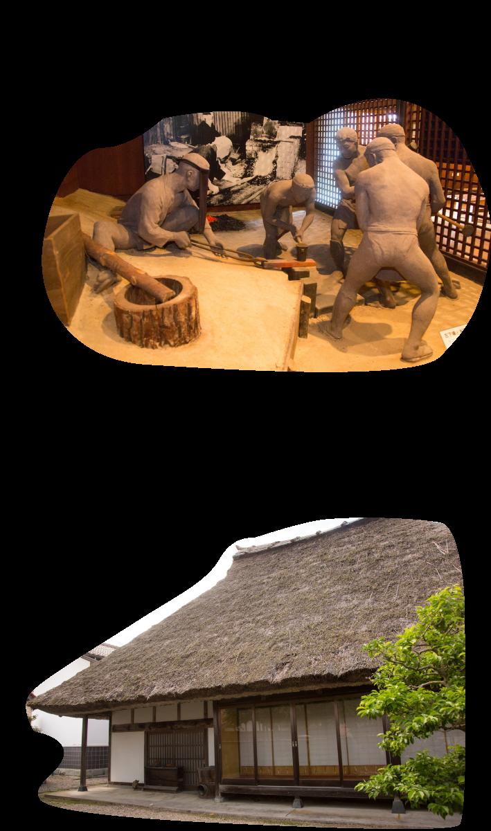 等身大のジオラマは迫力満点!!見事な茅葺き屋根建物内は、展示物が並んでいます