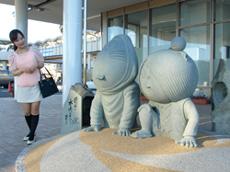 西郷港の鬼太郎とねずみ男の石像