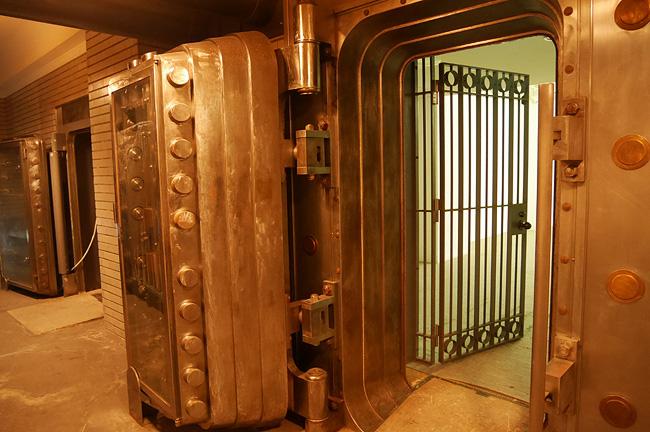 地下の大金庫室