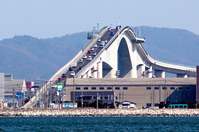 ベタ踏み坂(江島大橋)