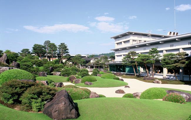 足立美術館外観と庭園