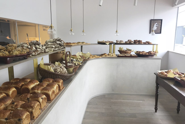 出西窯とル コションドールのベーカリーカフェ