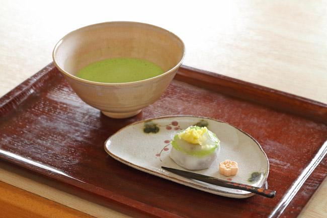 富田茶舗 石臼挽き抹茶(和菓子付き)