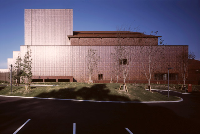 島根県芸術文化センター「グラントワ」外観