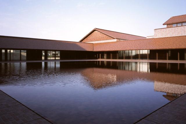 島根県芸術文化センター「グラントワ」中庭