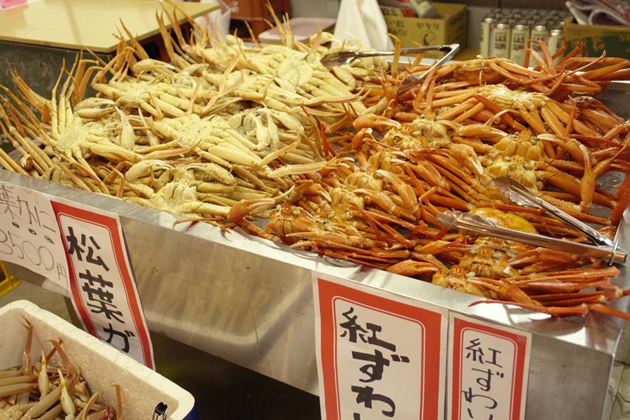 島根県松江市 カニ小屋の松葉ガニと紅ズワイガニ